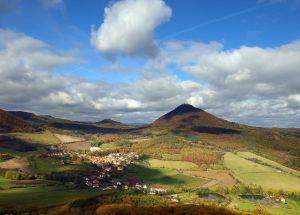 V České republice se nachází více než dvě stovky hor-tisícovek.
