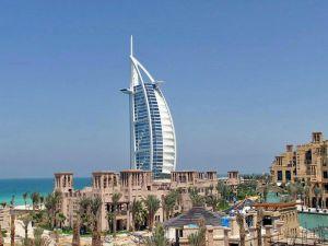 Nejvyšší budovou světa je mrakodrap Burdž Chalífa, který se nachází v Dubaji.