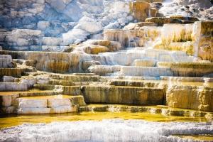 V USA se nachází Yellowstonský národní park, který je nejstarším národním parkem na světě.