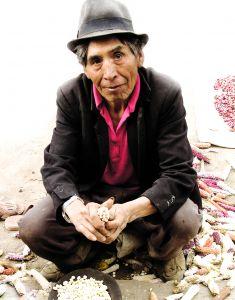 Obyvatelstvo Ekvádoru je tvořeno potomky indiánských domorodých kmenů, ale i míšenci indiánů, Španělů a Afričanů.